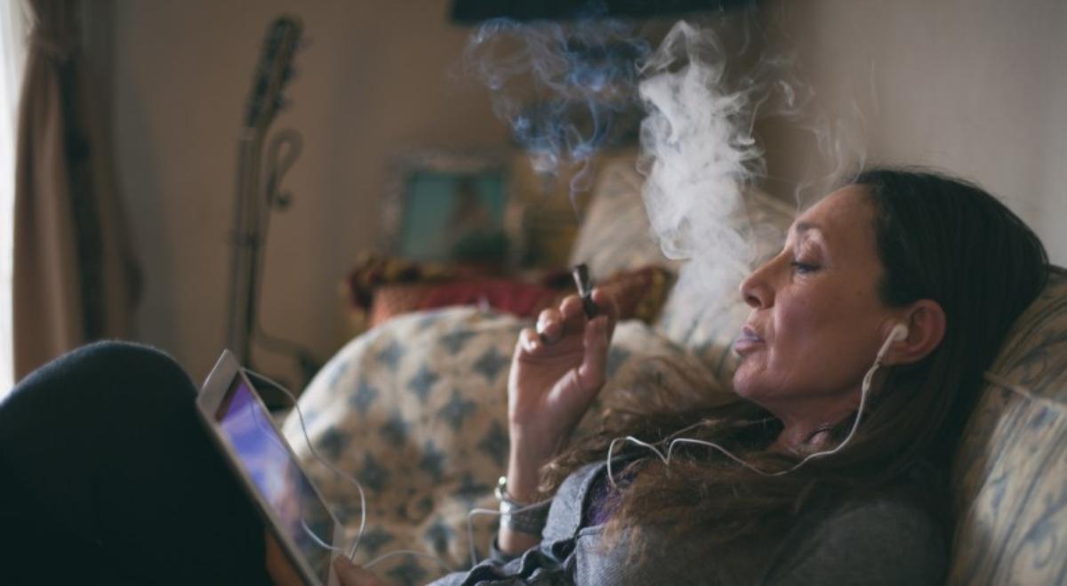 Consumir marihuana después del trabajo no afecta el rendimiento laboral, según estudio