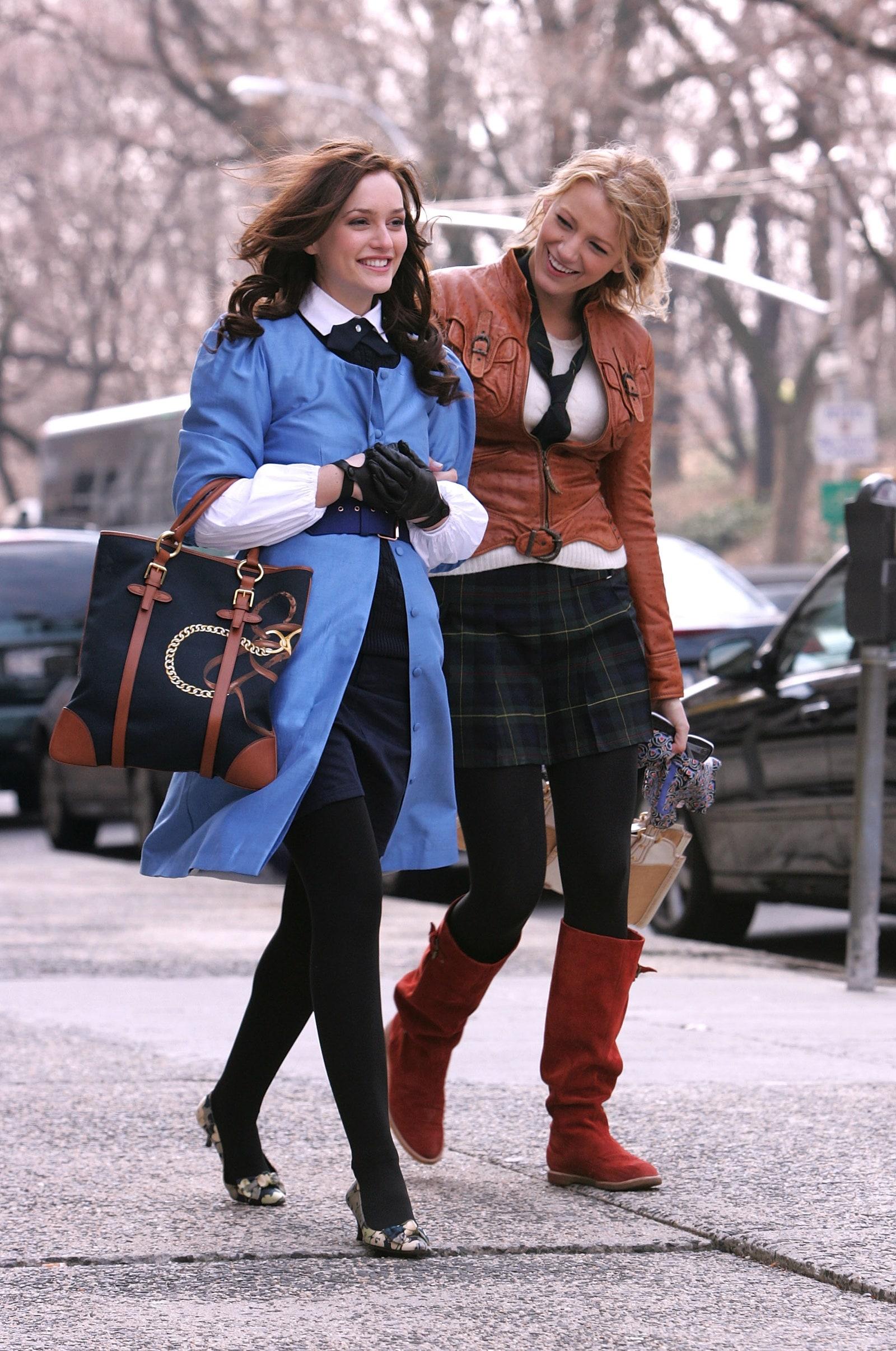 """Leighton Meester como Blair Waldorf y Blake Lively como Serena van der Woodsen en """"Gossip Girl"""". Fotografía: Getty"""