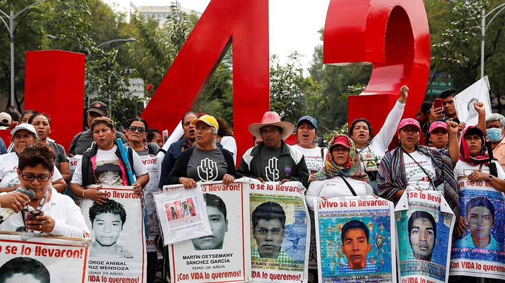 México emite órdenes de aprehensión para militares y policías involucrados en la desaparición de los 43 de Ayotzinapa
