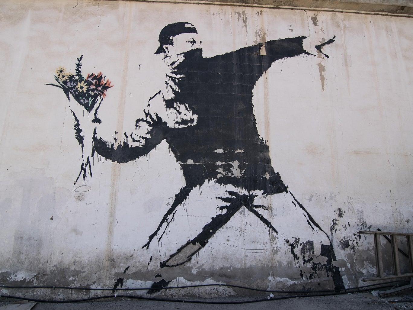 """Banksy pierde los derechos de autor de la icónica obra """"The Flower Thrower"""""""