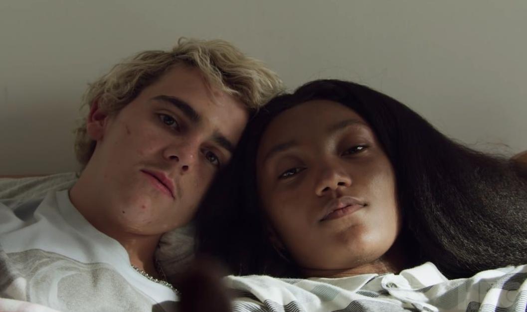 """""""We Are Who We Are"""": El romance adolescente italiano de Luca Guadagnino llega con un nuevo y nostálgico trailer"""
