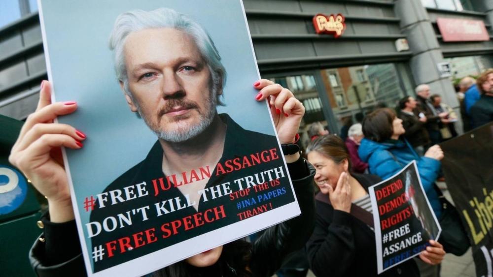 """""""Aliados"""" de Trump le ofrecen indulto a Julian Assange, a cambio de que revele fuentes de los correos electrónicos"""