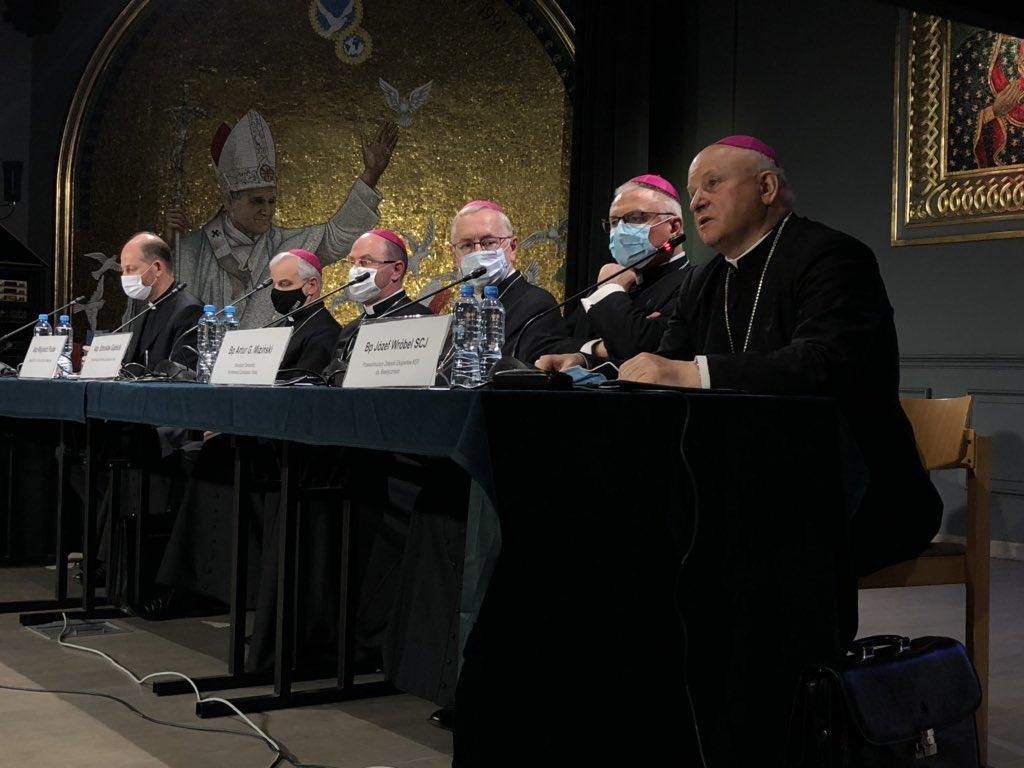 """Polonia: Obispos llaman a la creación de """"clínicas"""" para que las personas LGBTQI+ """"recuperen su orientación sexual natural"""""""