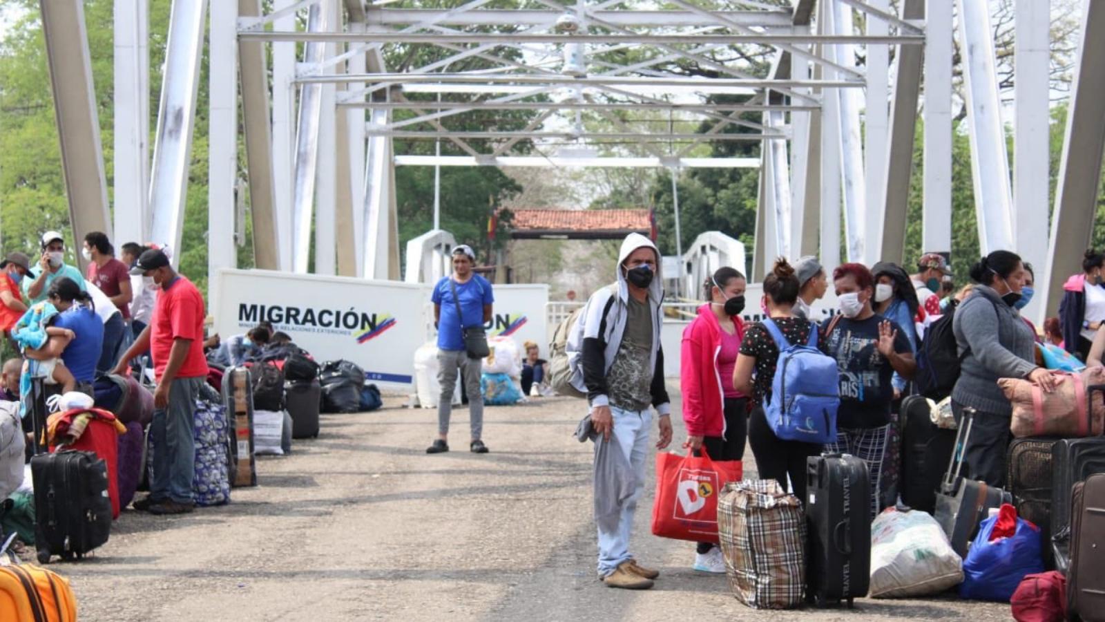 """Coronavirus: 106.000 migrantes volvieron a Venezuela por la pandemia; Trump """"siempre estuvo consciente"""" de la gravedad del COVID-19"""