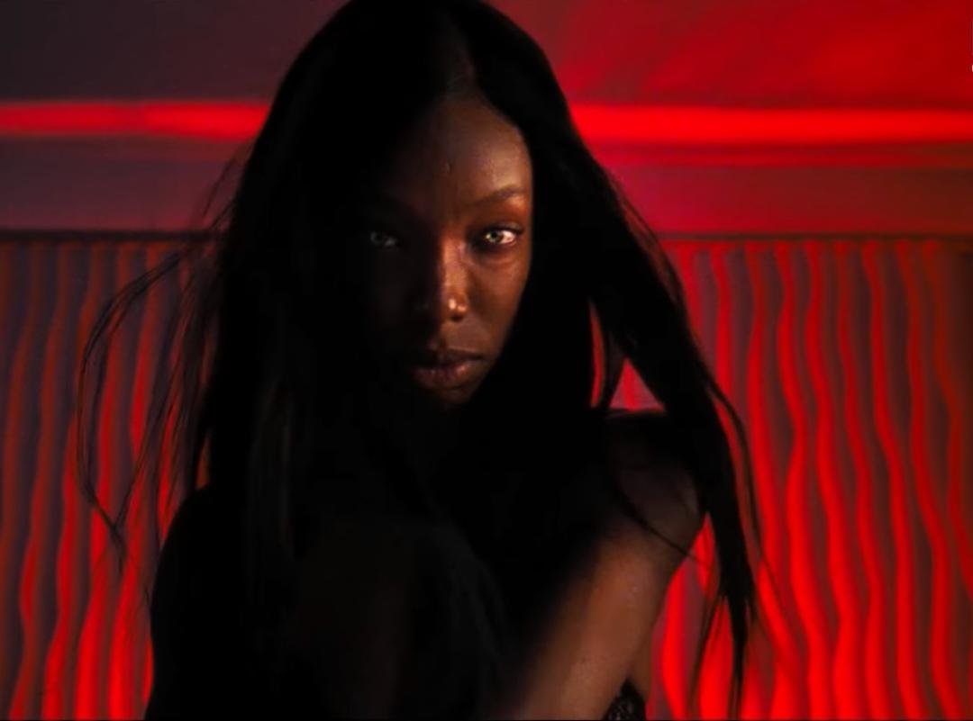 """""""Bad Hair"""": Un cabello toma vida propia para generar terror en lo nuevo de Hulu"""