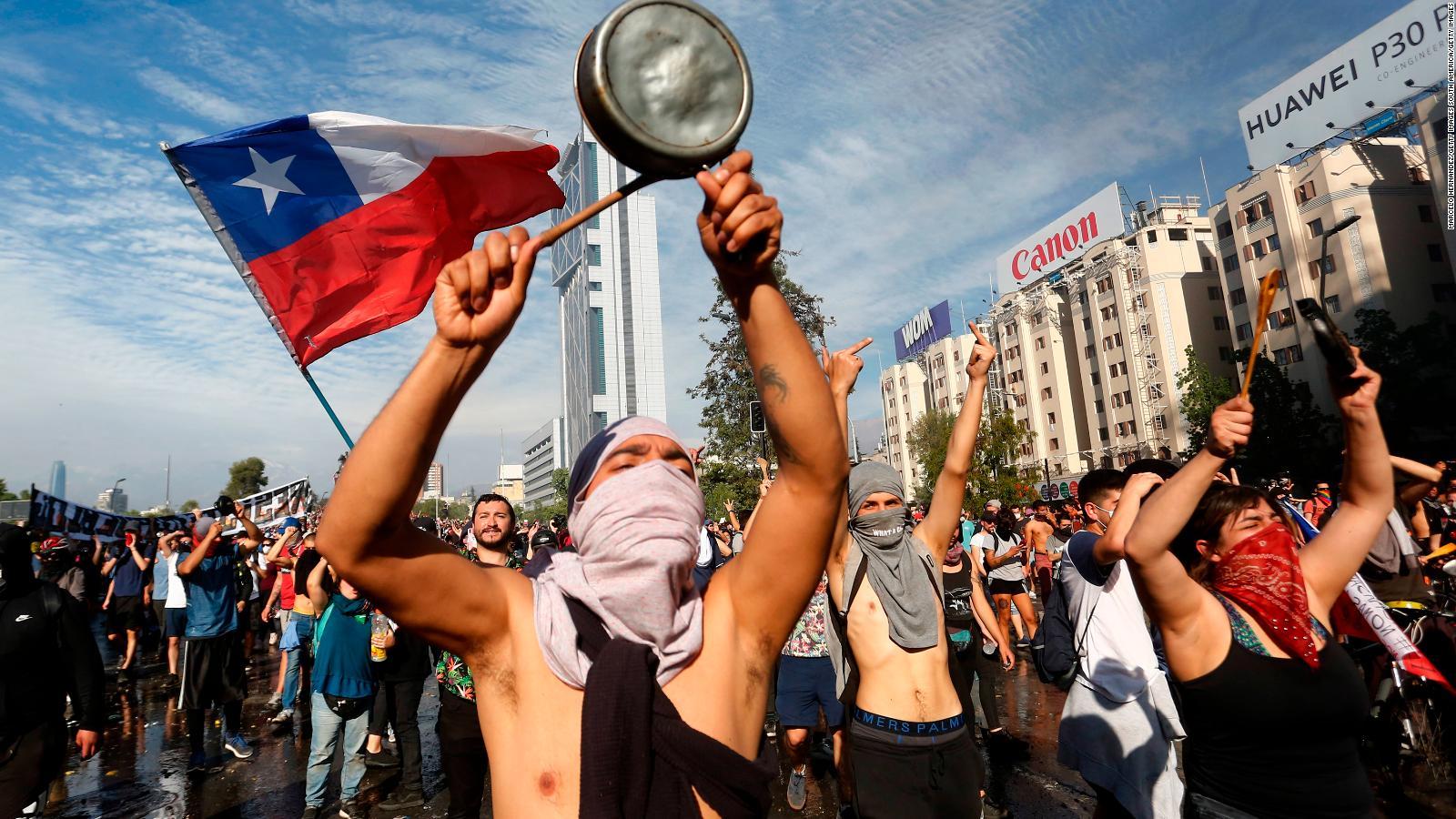 Encuesta revela que mayoría de chilenos apoyan el estallido social de 2019 y esperan que vuelva con más fuerza