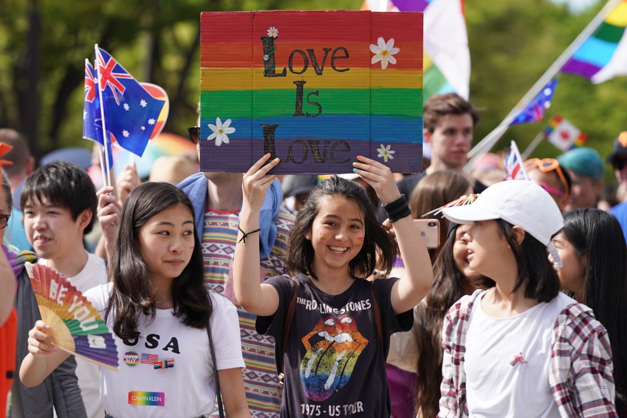 """Japón: Político es criticado tras decir que educar sobre derechos LGBTQI+ significaría que """"no habría más niños"""""""