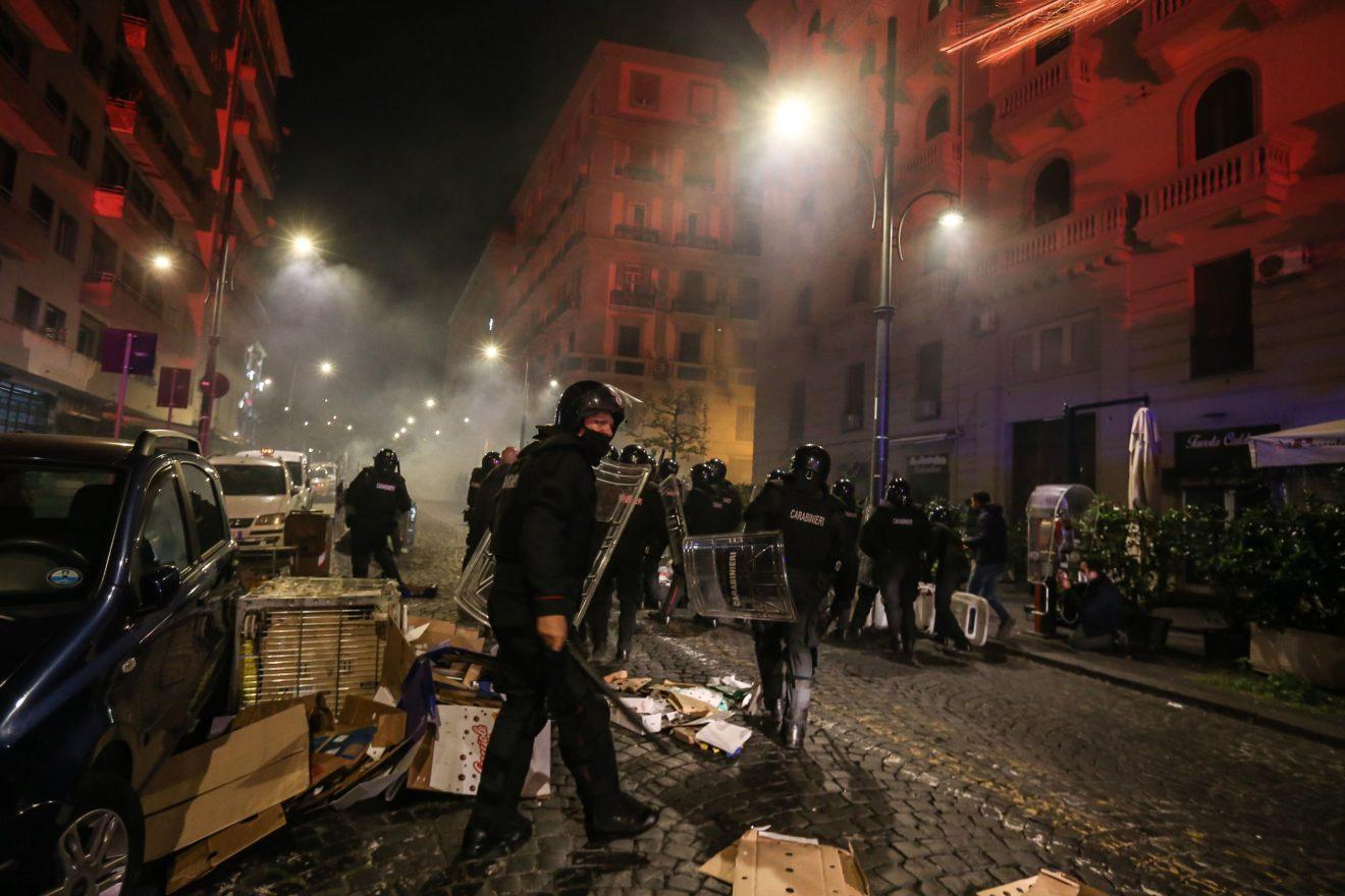 Coronavirus: Chile registra por primera vez menos de 1.000 casos diarios desde abril; Disturbios marcan el inicio del nuevo confinamiento en Italia