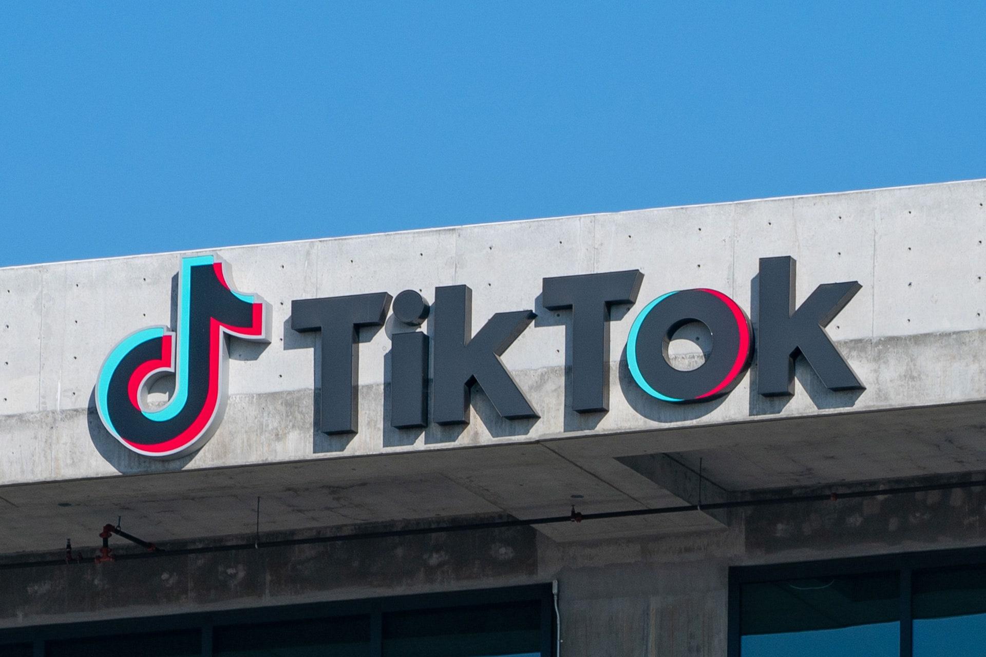 TikTok prohibirá contenido relacionado con la terapia de conversión, supremacismo blanco y más