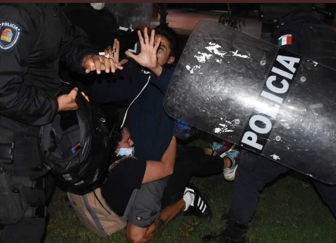 México: Manifestación feminista por femicidios en Quintana Roo fue dispersada con balas