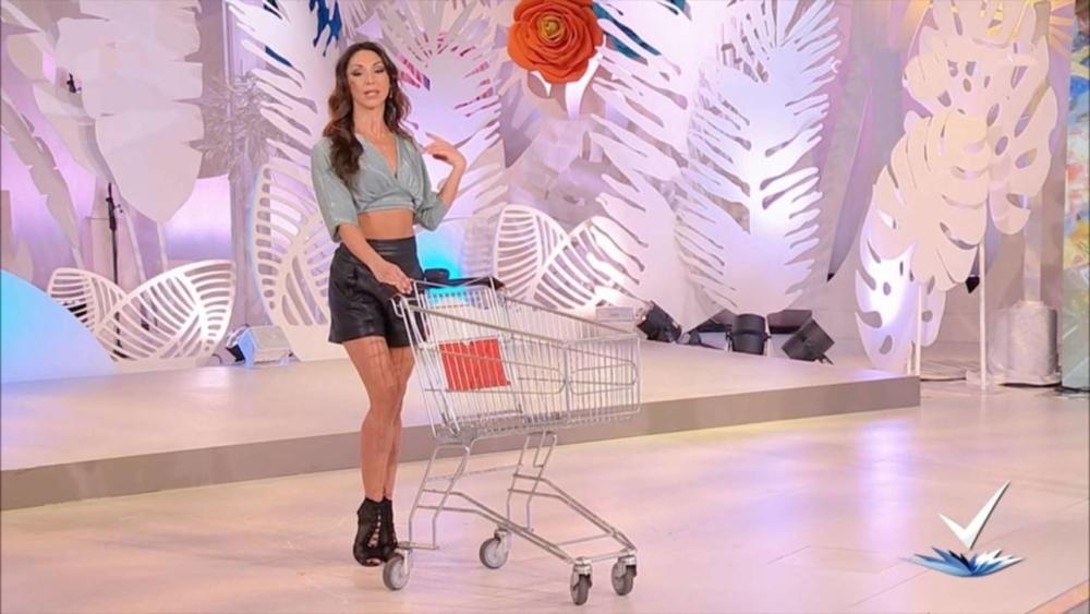 Italia: RAI saca del aire a programa por un segmento sexista en el que enseñaban a mujeres a ser sensuales al hacer las compras