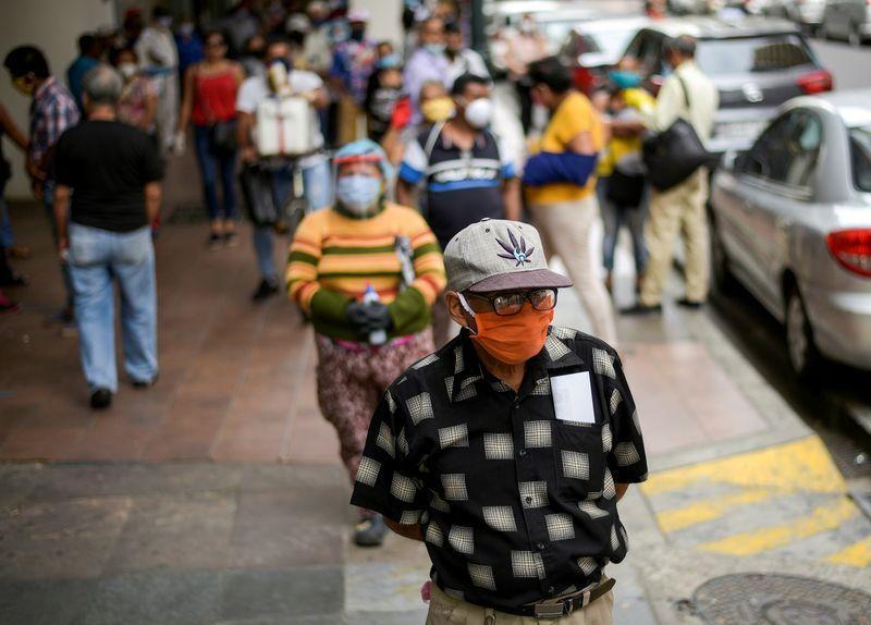 Coronavirus: 74% de los brotes en Chile se produce en los hogares; Ecuador plantea suspender fiestas decembrinas