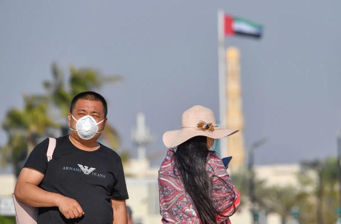 Emiratos Árabes Unidos despenaliza el consumo de alcohol y la convivencia de personas no casadas