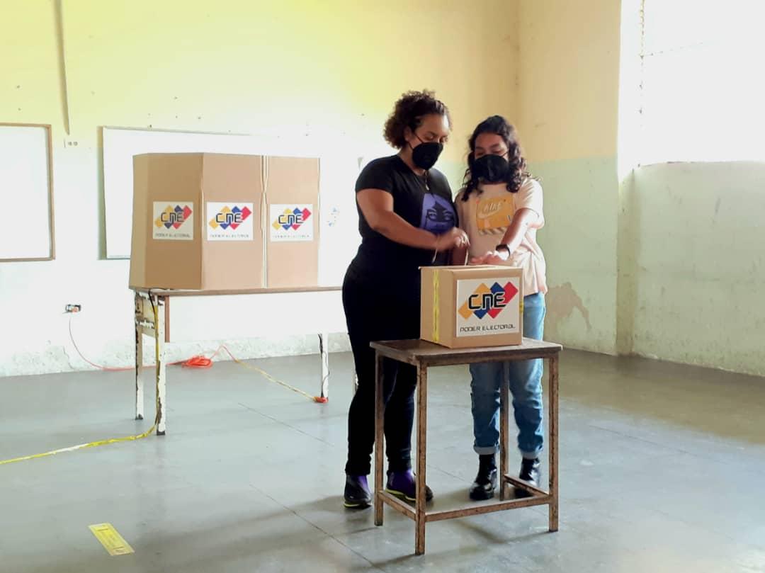 Venezuela: Oficialismo gana unas elecciones parlamentarias marcadas por un 69% de abstención