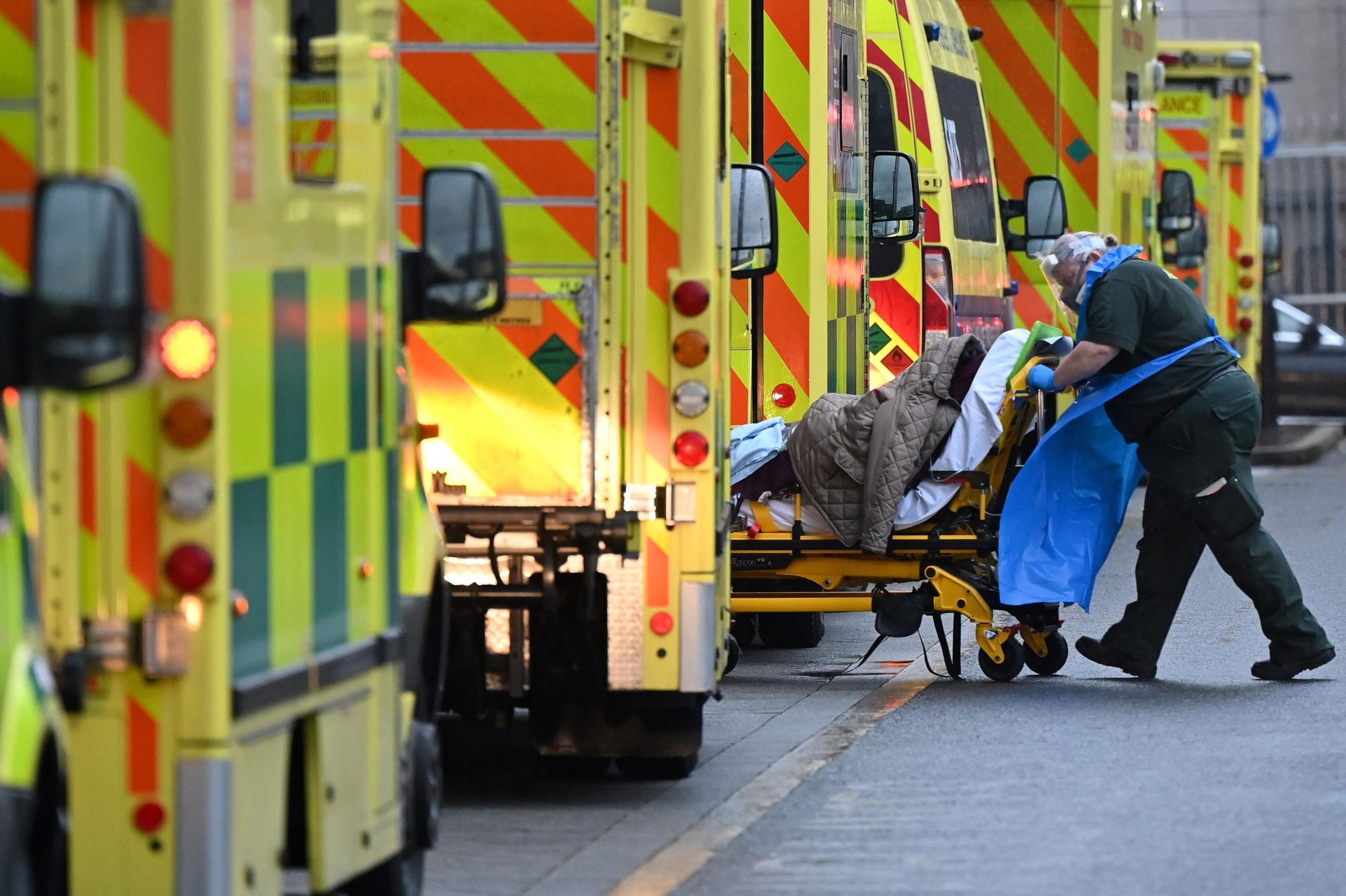 """Coronavirus: Londres en un """"punto crítico"""" con """"1 de cada 30 personas contagiadas""""; Chile superó los 4.000 casos diarios"""