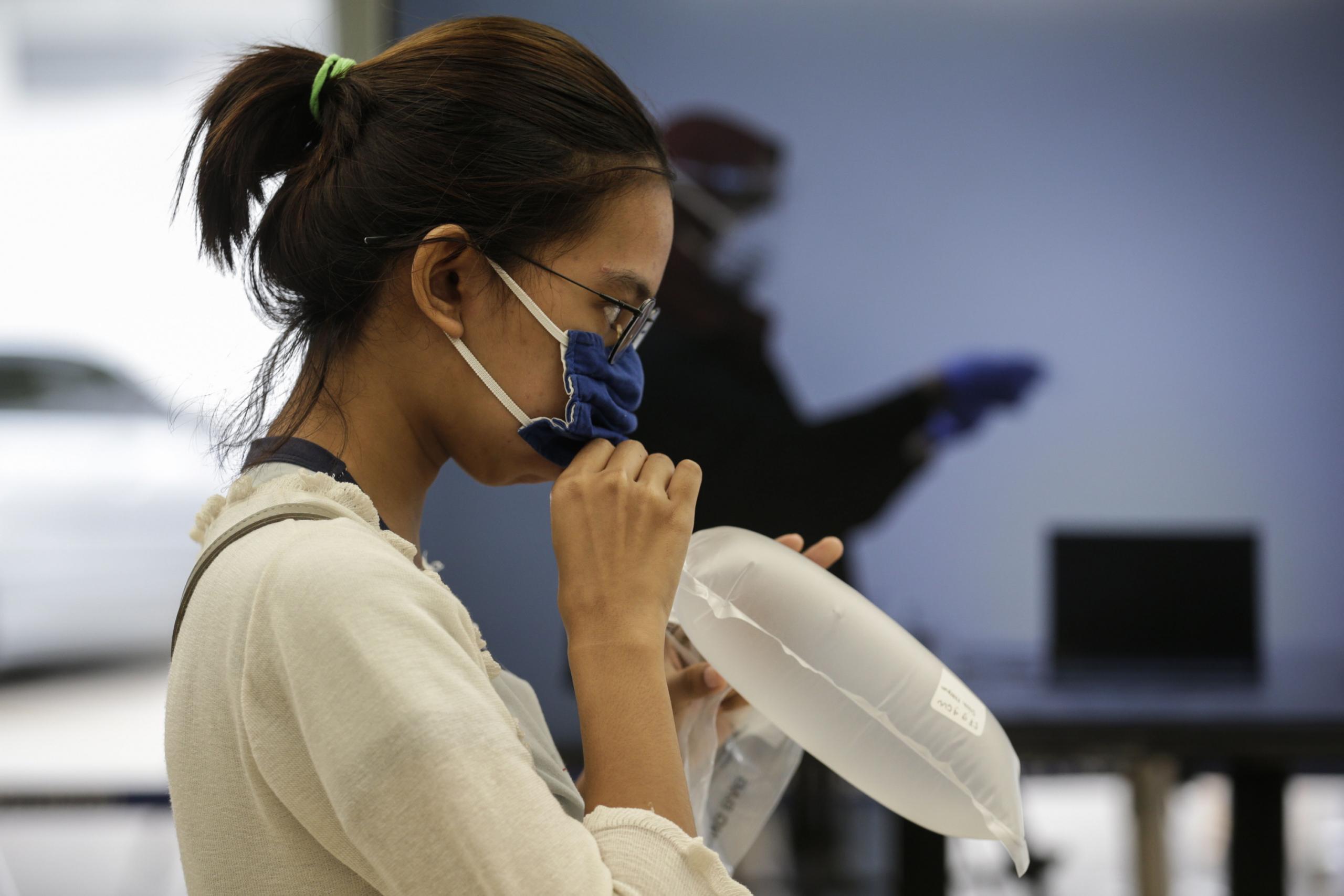 """Coronavirus: Indonesia implementa """"narices electrónicas"""" para detectar el COVID a través del aliento; Colombia aprueba vacuna Sinovac"""