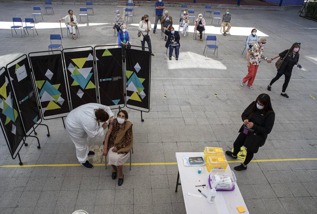 Coronavirus: Chile no vacunará a extranjeros con visas de turista; Venezuela inicia vacunación la próxima semana
