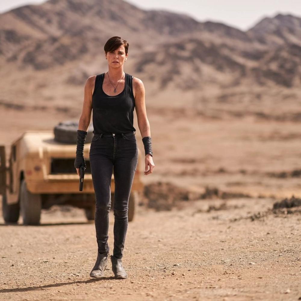 """Charlize Theron quiere hacer una versión lésbica de """"Die Hard"""" y necesitamos verla ya"""