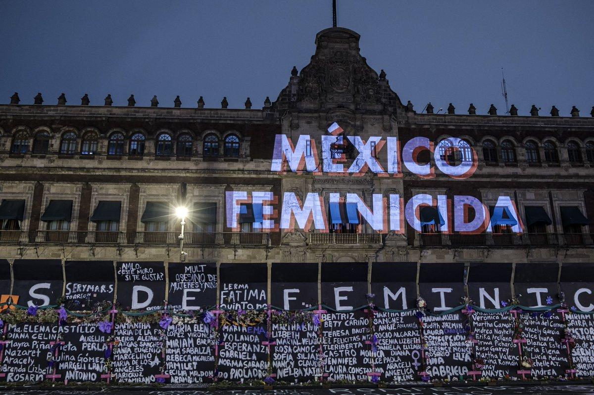 """México: AMLO deja ver su conflicto con el feminismo cercando el Palacio Nacional """"para evitar provocaciones"""""""