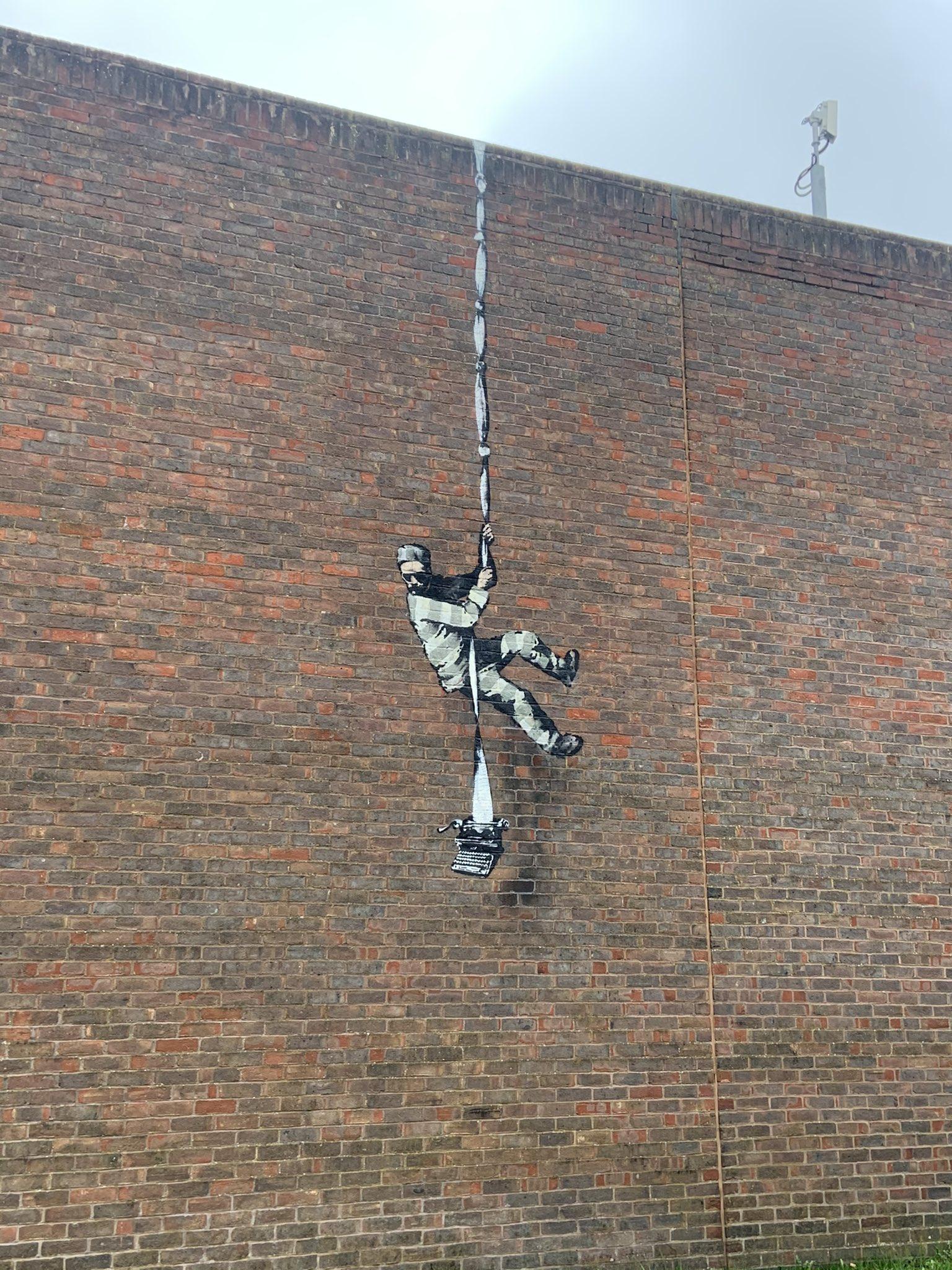 Banksy regresa con un mural en una cárcel de Reading que evoca a Oscar Wilde