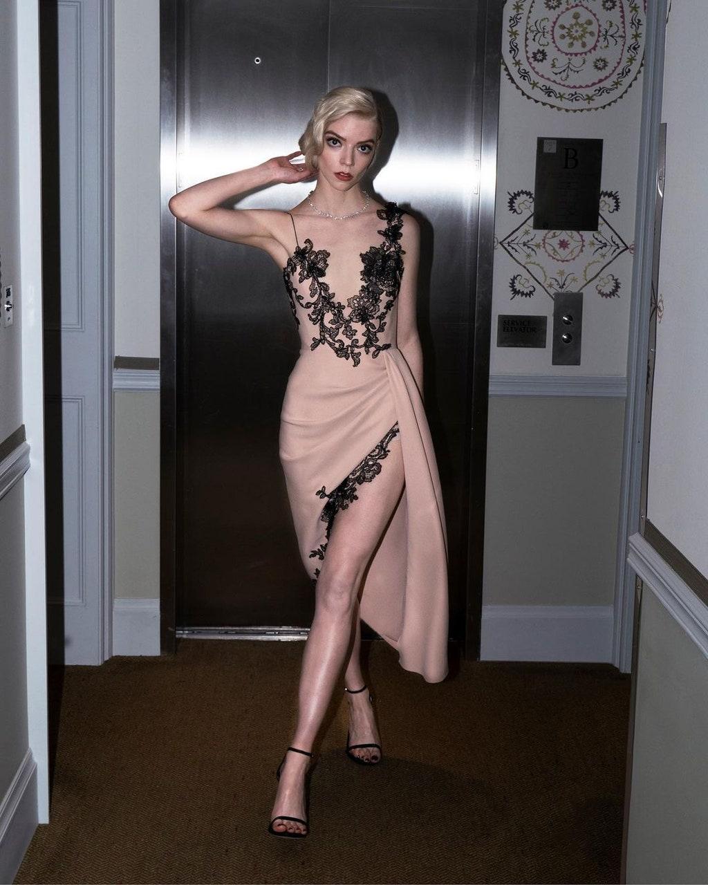 10 looks de Anya Taylor-Joy que la convierten en la nueva reina de la alfombra roja