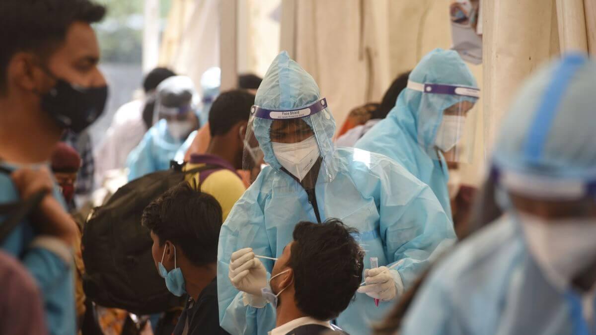 "Coronavirus: India supera los 100.000 casos diarios; Venezuela prolonga ""cuarentena radical"" tras récord de contagios"