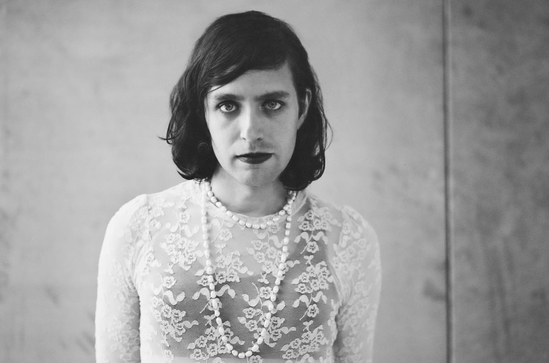 """""""Soy mujer y madre"""": Ezra Furman se declara trans en Instagram"""