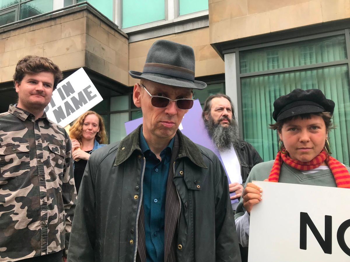 """""""Creation Stories"""": La historia de Alan McGee y la disquera que hizo famosos a Oasis llega con un nuevo trailer"""