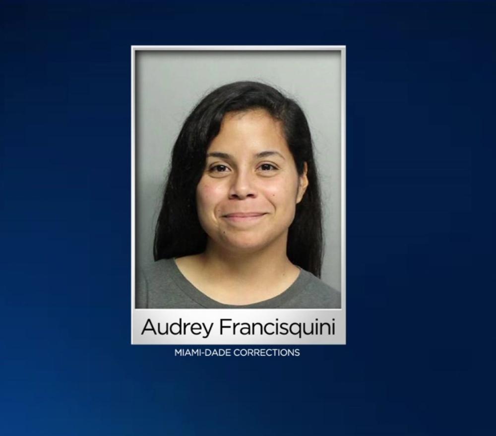 EE.UU.: Mujer es arrestada por entrar en un colegio para promocionar su Instagram
