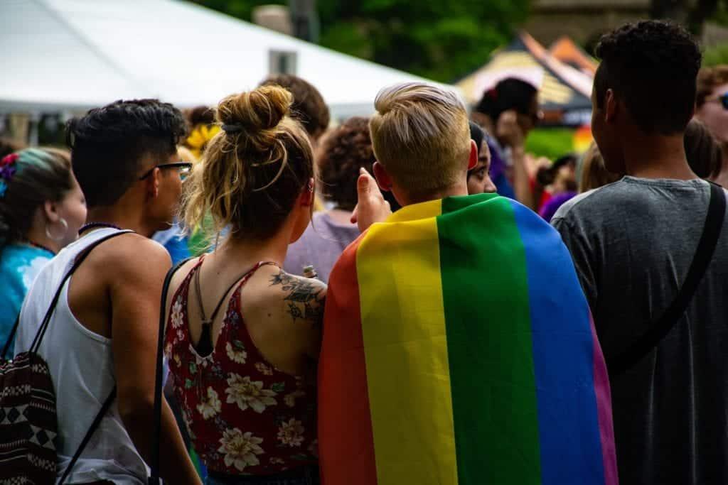 Los estudiantes LGBTQI+ se sienten menos seguros en la escuela que sus compañeros hétero, de acuerdo a nuevo estudio
