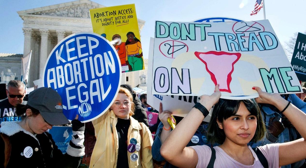 El Tribunal Supremo de EE.UU evalúa una posible reducción al derecho al aborto