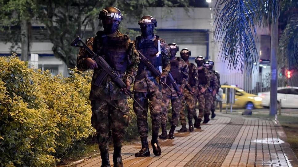 Colombia: ONU pide investigar a policías que escoltaron a civiles armados mientras disparaban a manifestantes