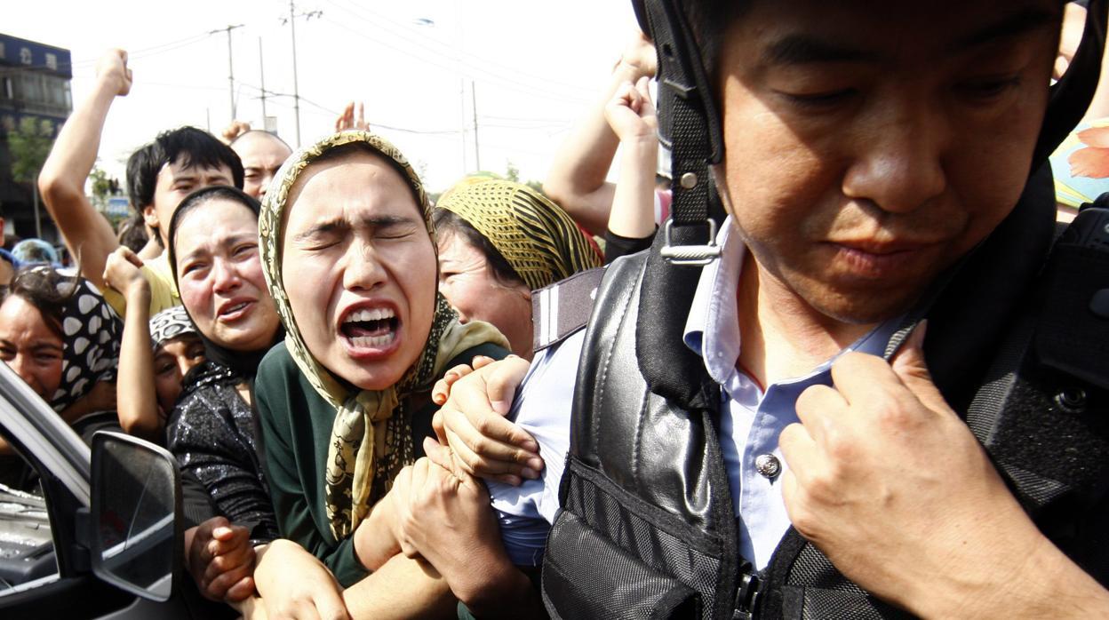 Denuncian que China estaría usando un software para detectar emociones con IA en Uigures