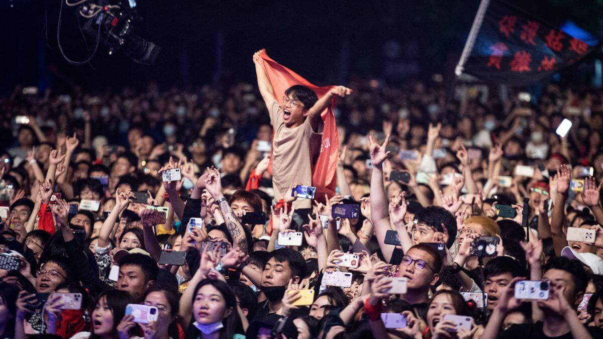 Wuhan celebró un festival con miles de asistentes sin mascarillas