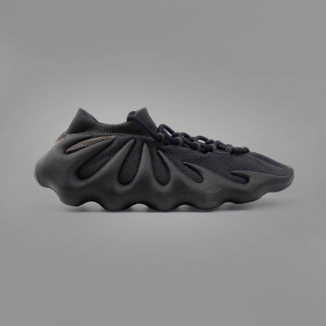 adidas YEEZY 450 Dark Slate. Fotografía: Instagram @YEEZYMAFIA