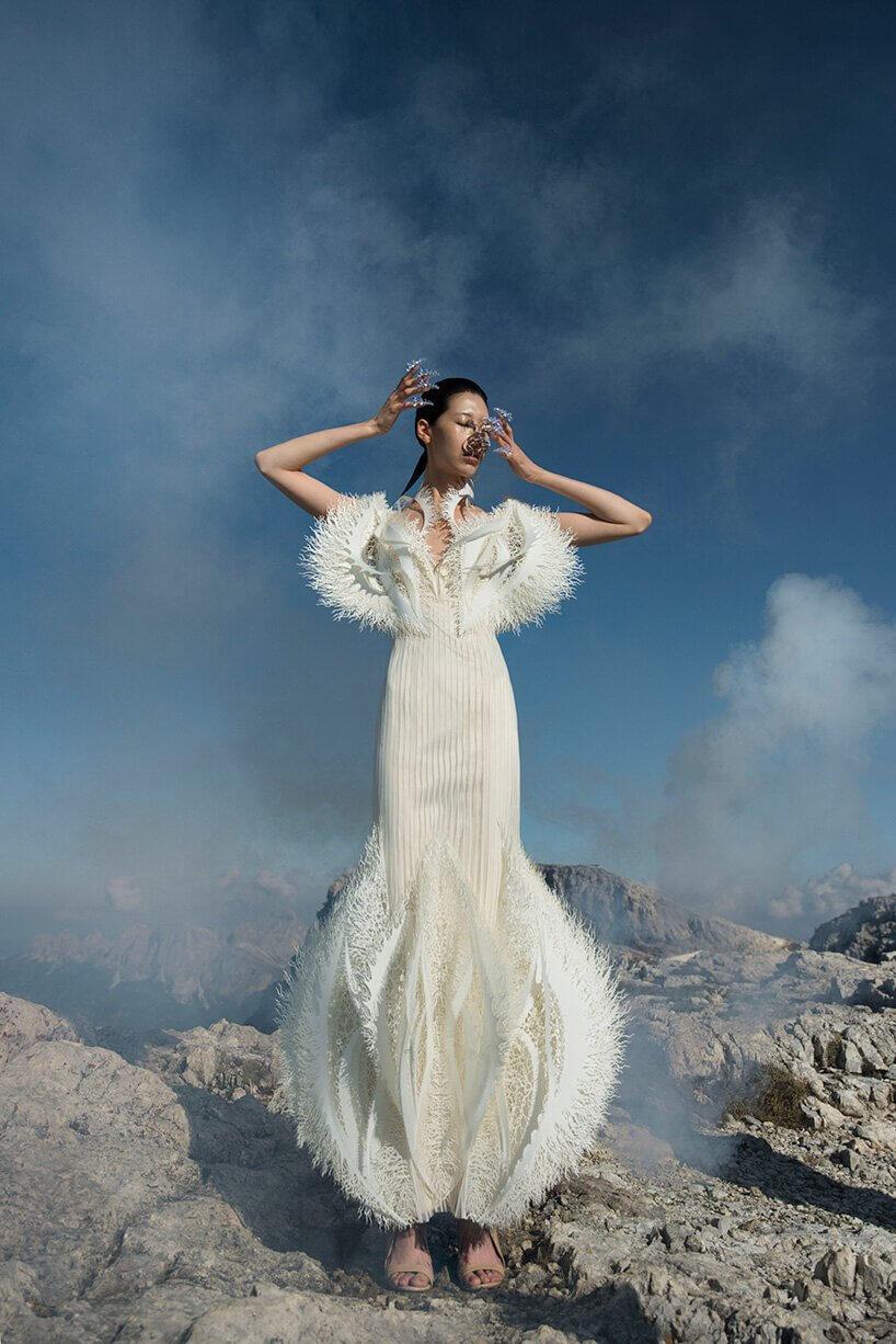 Iris Van Herpen crea una colección de alta costura hecha con desechos marinos reciclados