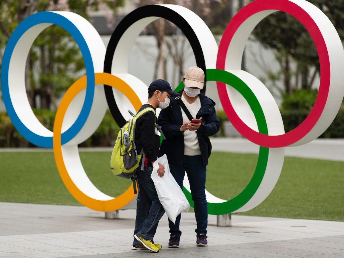 Tiktokers exponen a atletas olímpicos publicando sus fotos de Grindr, poniéndolos en peligro