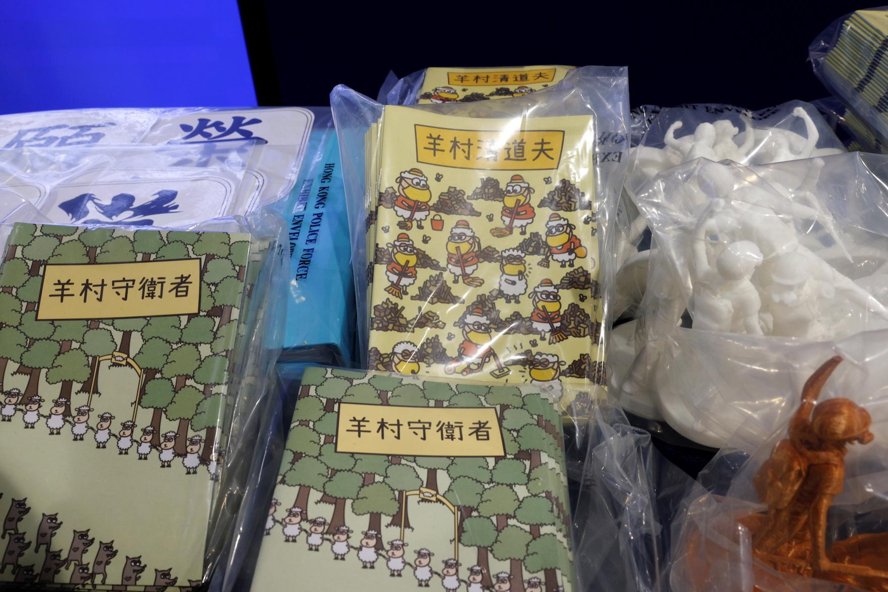 Imagen de algunos de los libros producidos por el sindicato de logopedas. Fotografía: Rappler