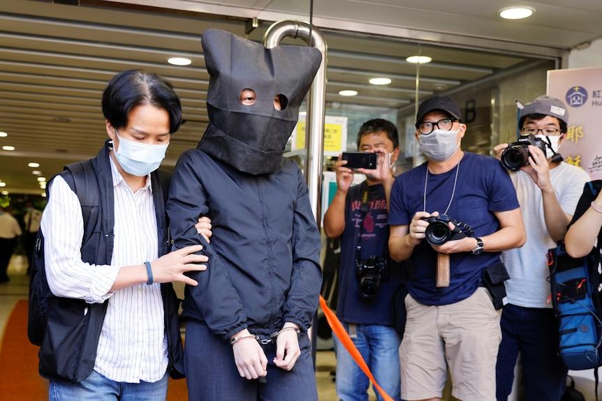 """Hong Kong: Un libro infantil sobre ovejas y lobos termina con el arresto de cinco personas por """"incitar al odio"""""""