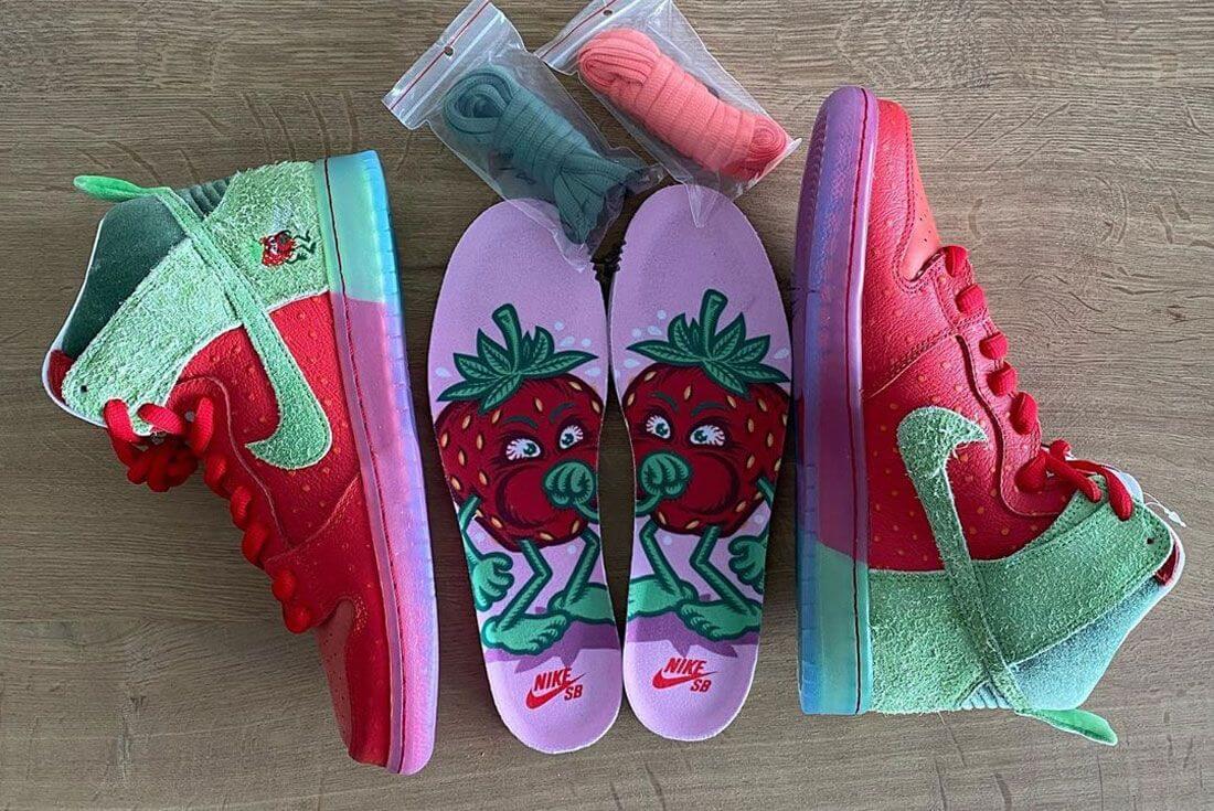 """Las zapatillas Nike SB Dunk High """"Strawberry Cough"""". Fotografía: Sanity"""