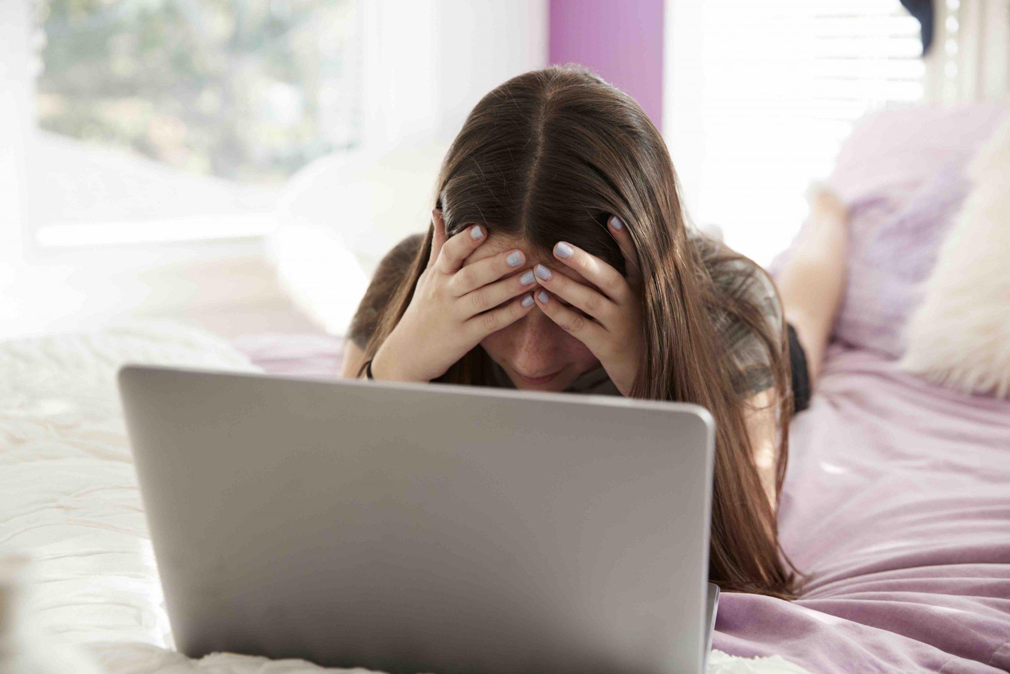 Adolescentes expuestos a imágenes sexualizadas en Instagram y videojuegos son más propensos a problemas de imagen corporal, según estudio