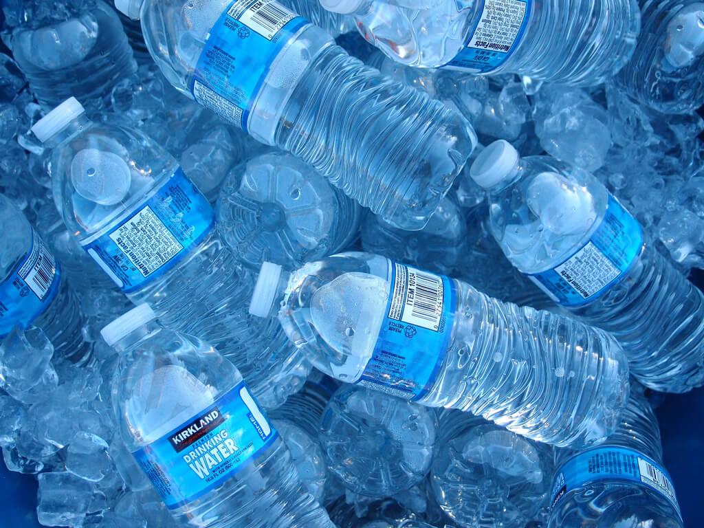 El impacto medio ambiental del agua embotellada es 3500 veces peor que el del agua de grifo, según los científicos