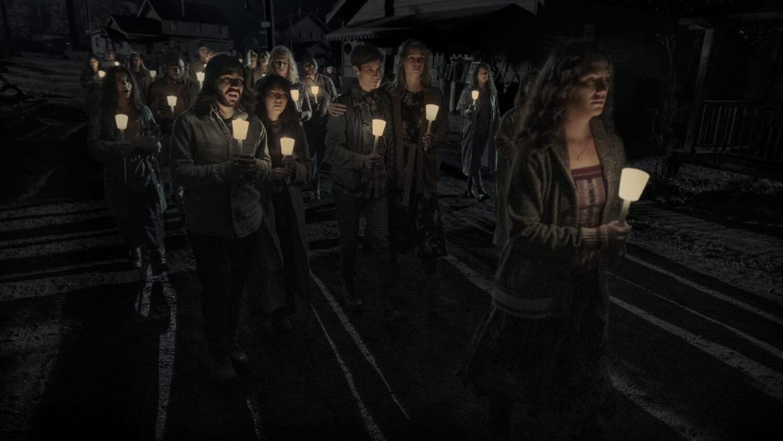"Netflix estrena el primer trailer de ""Midnight Mass"", la nueva miniserie de terror del creador de ""The Haunting of Hill House"""