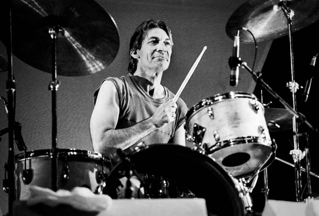 Falleció Charlie Watts, el legendario baterista de los Rolling Stones: 5 cosas que debes conocer de este icónico músico