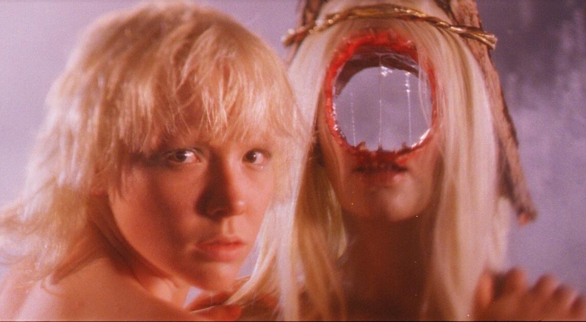 """El trailer de """"After Blue (Dirty Paradise)"""" es una fantasía sci-fi de pesadilla cubierta en glitter que se estrenará en el TIFF"""