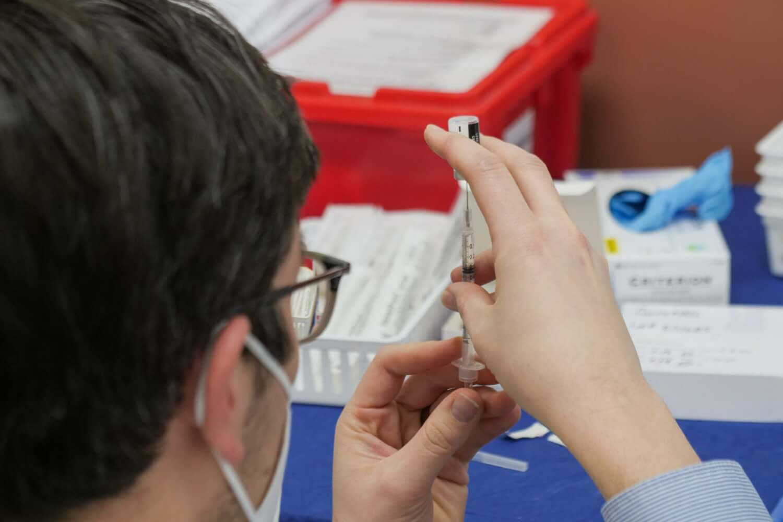 Inician los ensayos en humanos de la nueva vacuna contra el VIH de Moderna basada en la del COVID-19