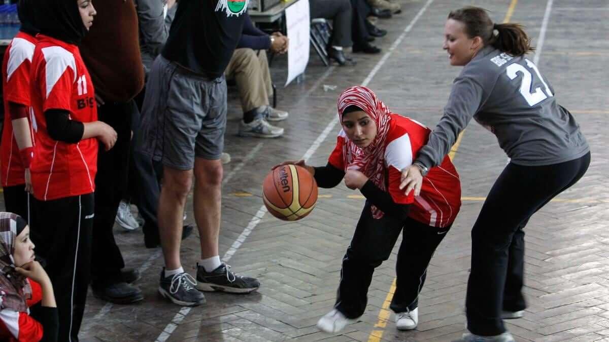 """Afganistán: Talibanes prohíben que las mujeres practiquen deportes, afirmando que no es """"ni necesario ni apropiado"""""""