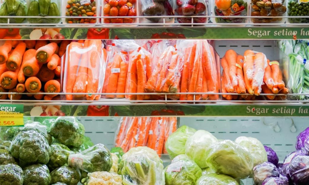 España prohibirá los envoltorios de plástico en frutas y verduras para evitar más desechos