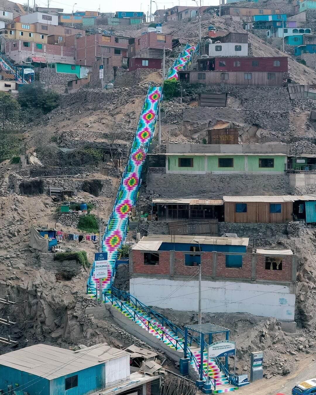 Xomatok interviene las escalinatas de un barrio de Lima con street art inspirado en textiles andinos