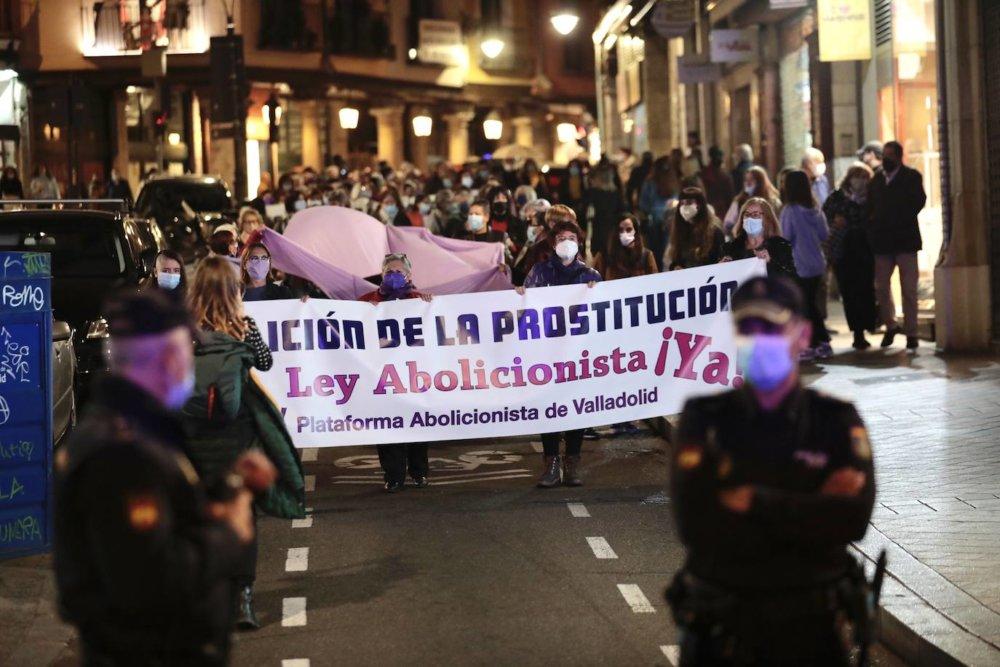 Organizaciones y trabajadoras sexuales de España en conflicto tras promesa de Pedro Sánchez de ilegalizar la prostitución con nueva ley